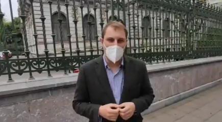 Adrián Pumares videu usu asturianu Xunta Xeneral