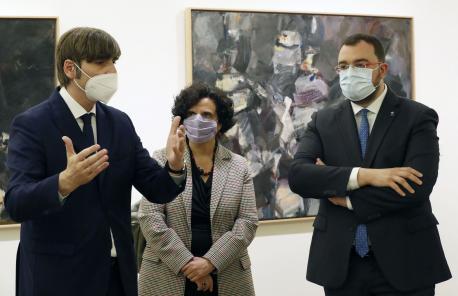 Alfonso Palacio, Berta Piñán y Adrián Barbón esposición Orlando Pelayo