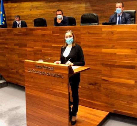 Ángela Vallina nel alderique d'orientación política