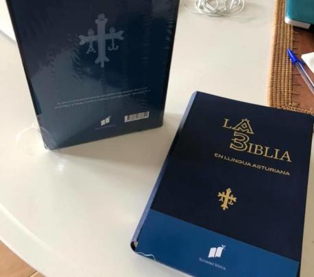 Biblia en llingua asturiana
