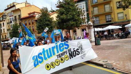 Cabecera manifestación 'Asturies tiempu de nós' nel Día de la Nación Asturiana 2019