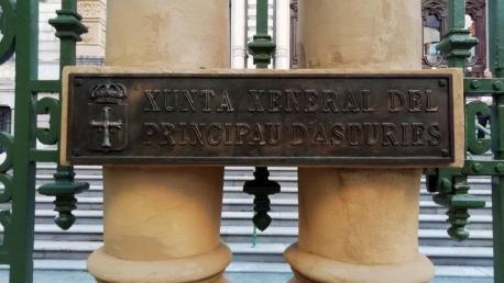 Cartelu Xunta Xeneral n'asturianu