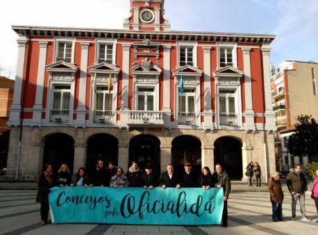 Mieres aprueba una moción na qu'encamienta a Gobiernu y Xunta Xeneral a declarar la oficialidá