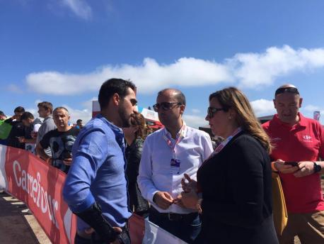 Cristina Álvarez Mendo con Alberto Contador y José Víctor Rodríguez
