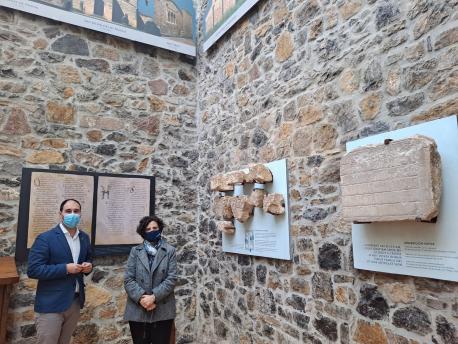 David Álvarez Suárez y Berta Piñán nel Muséu del Prerrománicu de Santianes