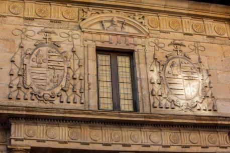 Fachada del Edificiu Históricu de la Universidá d'Uviéu