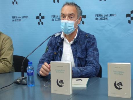 Francisco Paco Álvarez presentación 'Los xardinos de la lluna'