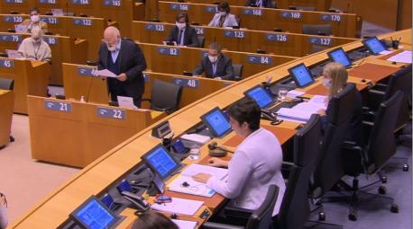 Frans Timmermans nel Plenu del Parllamentu Européu en Bruxeles