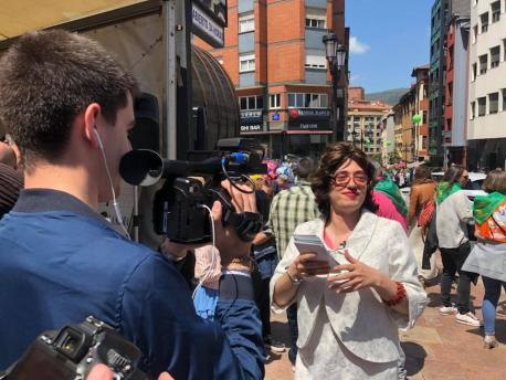 Youtubers n'asturianu participen en Metrópoli