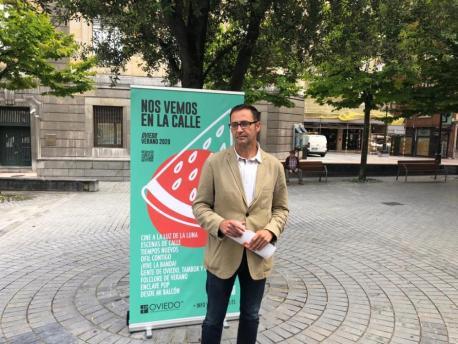 José Luis Costillas presenta 'Vémonos na cai' con 'Gente de Oviedo, tambor y gaita'