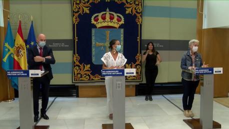 Juan Cofiño, Melania Álvarez y Carmen Suárez vuelta a la escuela
