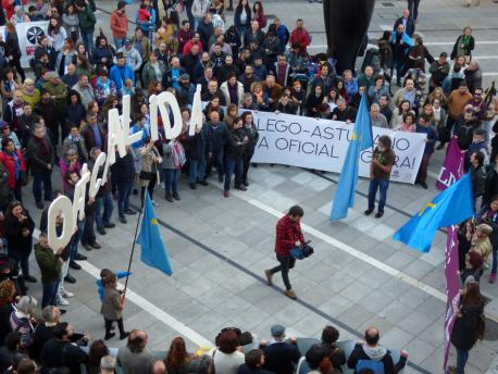 Manifestación nel Día de les Lletres Asturianes (08/05/18)