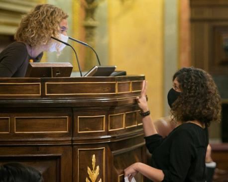 Meritxell Batet y Sofía Fernández Castañón versos Piñán