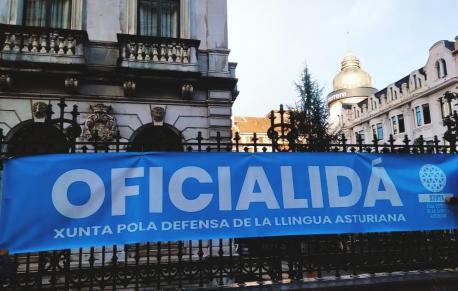 Pancarta Oficialidá na Xunta Xeneral