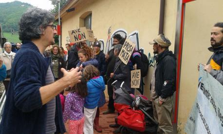 Protesta contra l'AVE Día Mundial del Mediu Ambiente
