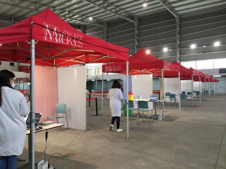 Puntu de vacunación del recintu ferial de Santuyano