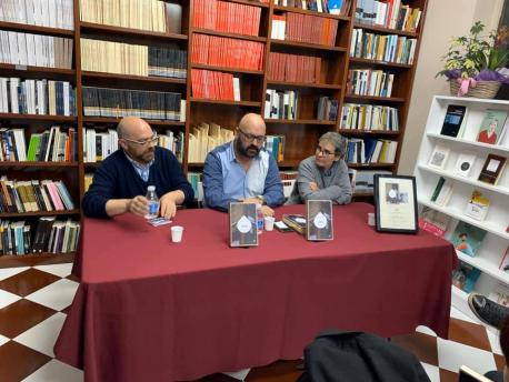 Rafael Rodríguez Valdés, Xesús González Rato y Esther Prieto presentando '1984' en Trabe