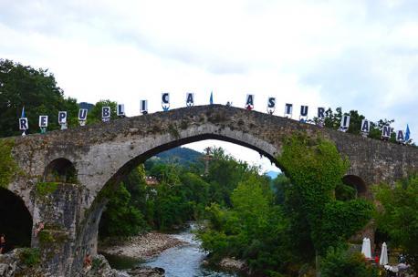 República Asturiana na ponte de Cangues