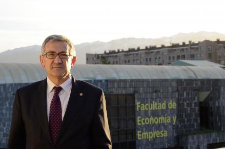 El precandidatu a rector García Granda propón mayor entidá pa los estudios d'asturianu