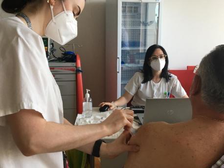 Vacunación AstraZeneca 60-65 nel HUCA