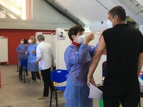 Vacunación n'El Molinón 48 y 49 años boxes reducida