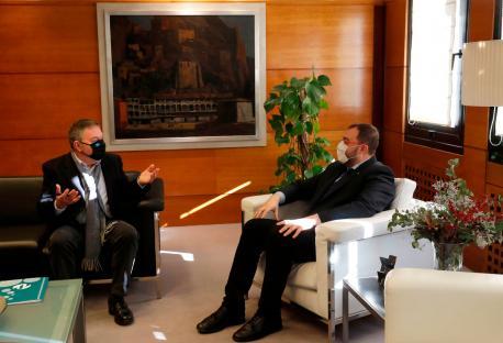 Xosé Antón González Riaño y Adrián Barbón