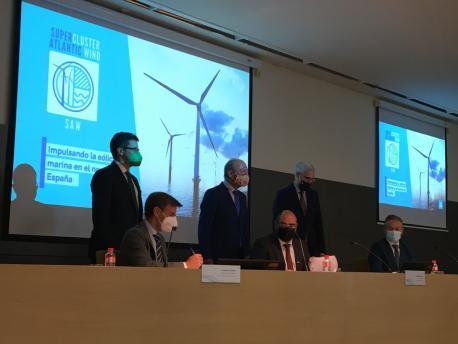 Enrique Fernández Rodríguez firma conveniu cluster enerxía eólico marino en Santander